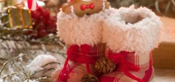 Mos Nicolae pune cadouri copiilor in ghetute