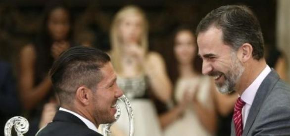 Simeone, con el Rey Felipe VI. Foto: ceroacero.es
