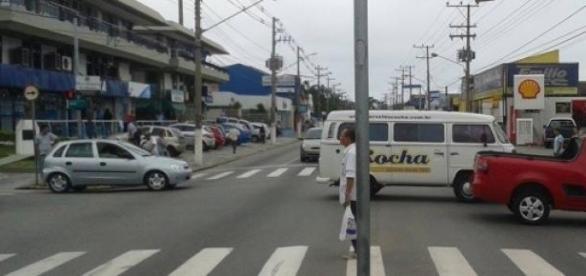 Turistas chegam pelo centro de S.Sebastião