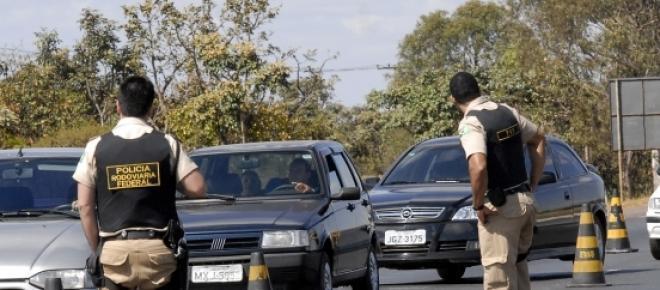 Homens armados fizeram blitz falsa em rodovia