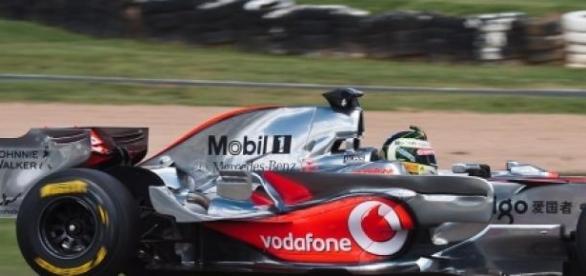 Craig Lowndes en el circuito de Mount Panorama