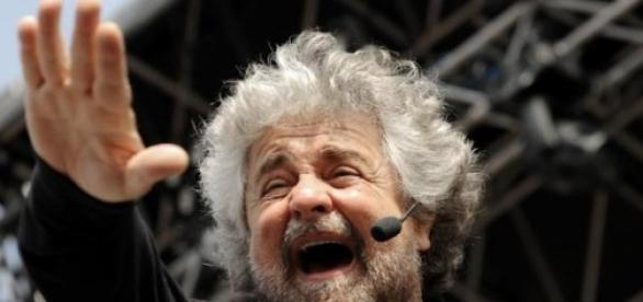Grillo durante un comizio, info sul tour