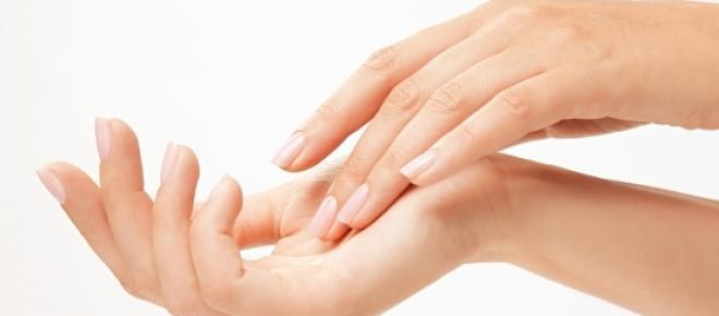 Proteger as mãos do frio evita frieiras