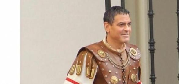Galã George Clooney muda de visual