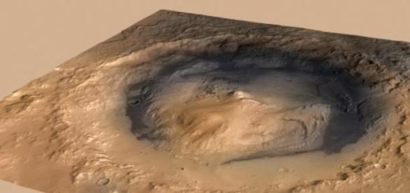 El Monte Sharp se alza en el centro de un cráter