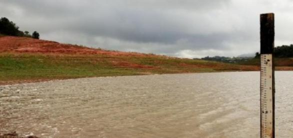 Nível de água cai a cada dia mais