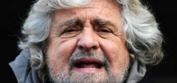 Grillo lancia il nuovo tour a pagamento.