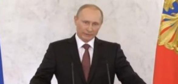 Putin sigla accordo per annessione Crimea
