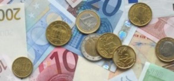 Euro currency: banknotes and coins