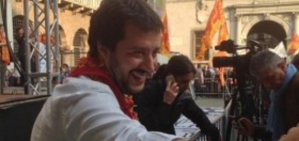 Matteo Salvini saluta i leghisti a Verona