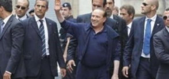 Silvio Berlusconi con la sua scorta