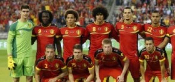 Alineación belga durante un partido amistoso.