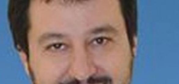 Immigrazione, Salvini contro Renzi