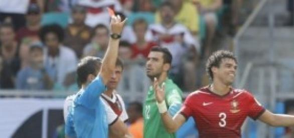 Pepe ve la tarjeta roja. Propiedad: 20Minutos