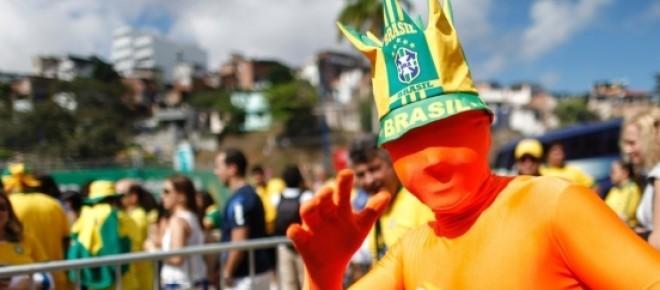Foto de Natacha Pisarenko de torcedor fantasiado para jogo da Copa do Mundo