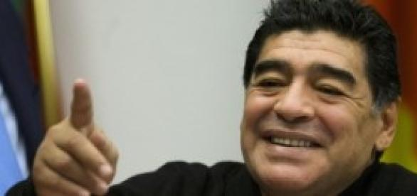Maradona está feliz! Consegue torcer!