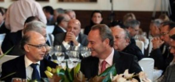 Montoro comiendo con otros miembros del PP.