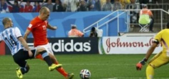 Mascherano's vital challenge on Arjen Robben