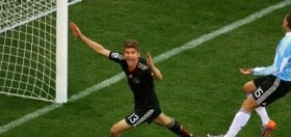 Muller celebra un gol en la pasada copa mundial.