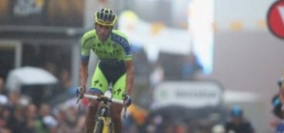 Contador se lo pone difícil a Nibali