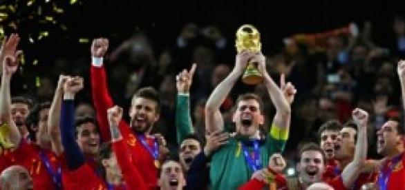 España abdica de su trono