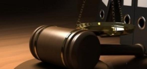 Imagem de balança e martelo