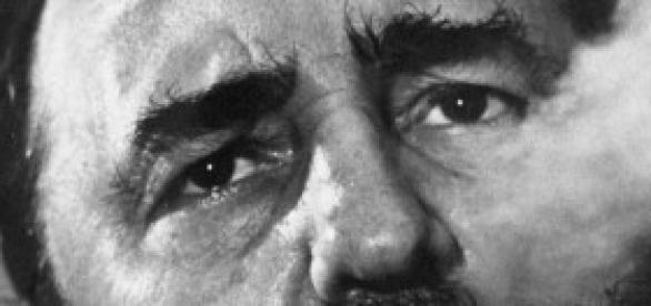 Fidel Castro fuma il suo Avana