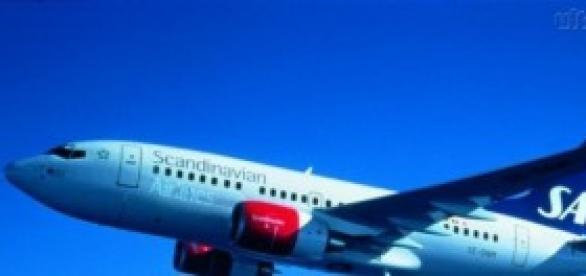 Avião carregando passageiros