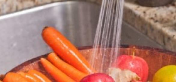 Lavar la fruta y la verdura entera