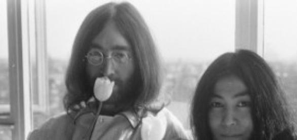 John Lennon y su mujer Yoko Ono