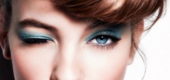 Imagen de una chica con un maquillaje de verano.