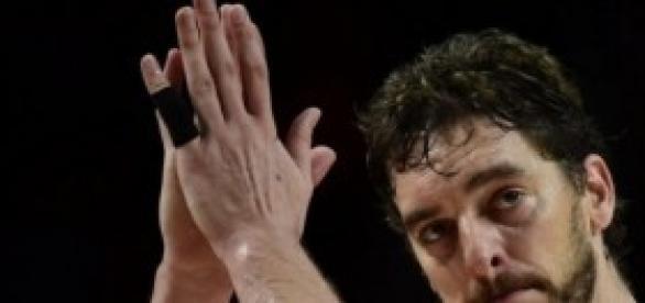 Pau Gasol apenado tras la derrota
