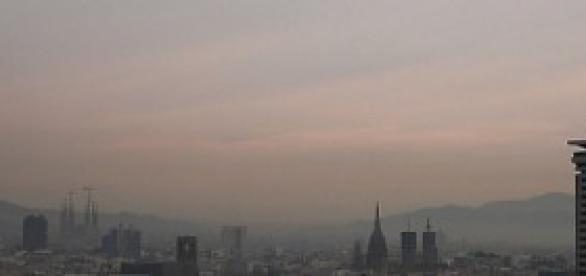 Smog sobre Barcelona en pleno anticiclón
