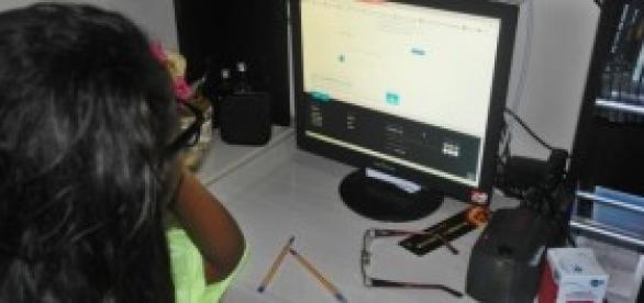 Aluna estudando na modalidade à distância.