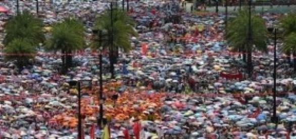 """Hong Kong, dilaga la """"rivoluzione degli ombrelli"""""""