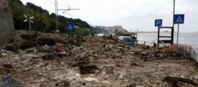 Un hotel sommerso da fango e detriti