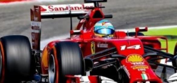 El Ferrari de F. Alonso sufre una avería