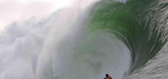 Benjamin Sanchis é o novo rei das ondas gigantes