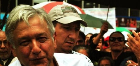 Andrés Manuel López Obrador en marcha de protesta