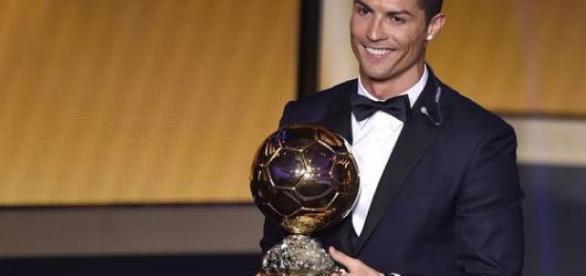 Cristiano Ronaldo recebe a Bola de Ouro 2014
