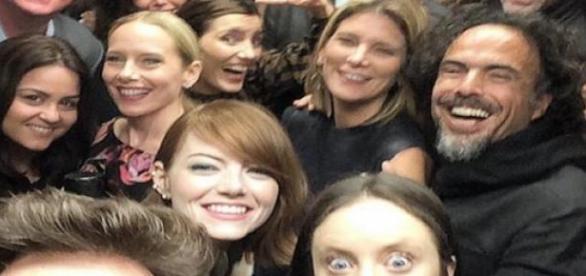 Elenco de 'Birdman' celebrando el Globo de Oro