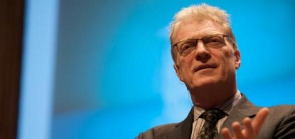 Ken Robinson, en una conferencia de 2009