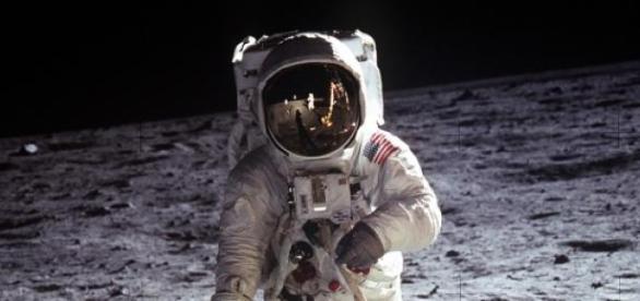 Neil Armstrong, o primeiro homem a pisar a lua.
