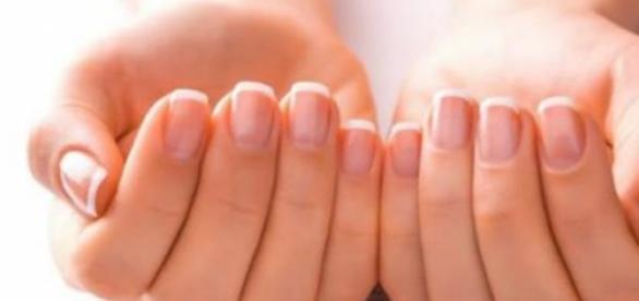 toate femeile vor sa aibe unghii frumoase