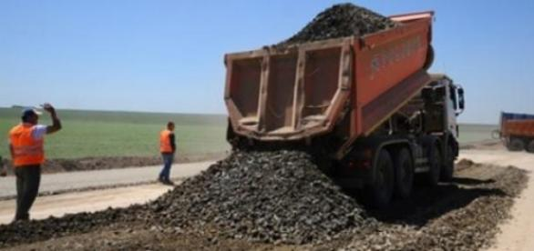 Cum se lucreaza la constructia de autostrazi