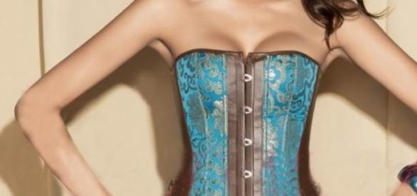 El corset volvió para resaltar la belleza