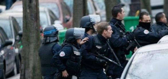 Policías en redadas antiterroristas (Foto: AFP)
