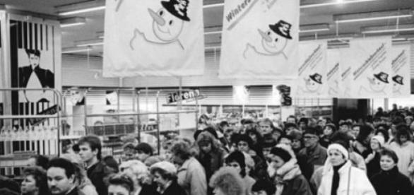 Shopping Center XXL ( Passanten beim Shoppen)