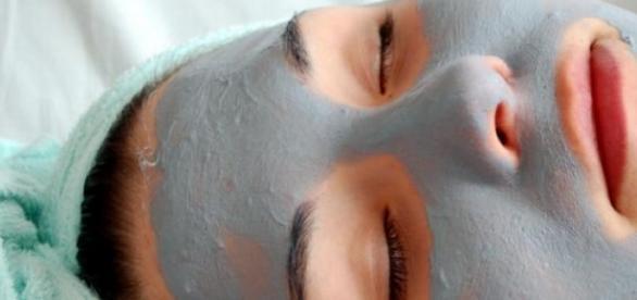 Masti de fata pentru combaterea acneei