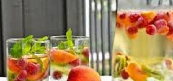 Agua aromatizada para hidratar a pele